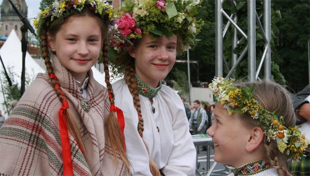 Праздник Лиго в Латвии http://travelcalendar.ru/wp-content/uploads/2016/02/Prazdnik-Ligo-v-Latvii_glav1.jpg