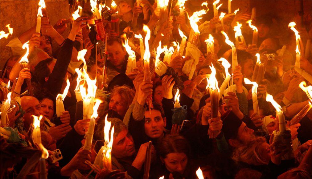 Схождение Благодатного Огня в Иерусалиме http://travelcalendar.ru/wp-content/uploads/2016/02/Shozhdenie-Blagodatnogo-Ognya-v-Ierusalime_glav2.jpg