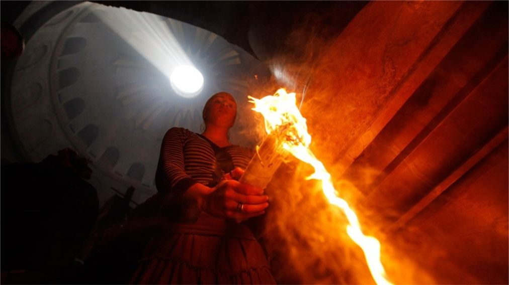 Схождение Благодатного Огня в Иерусалиме http://travelcalendar.ru/wp-content/uploads/2016/02/Shozhdenie-Blagodatnogo-Ognya-v-Ierusalime_glav3.jpg