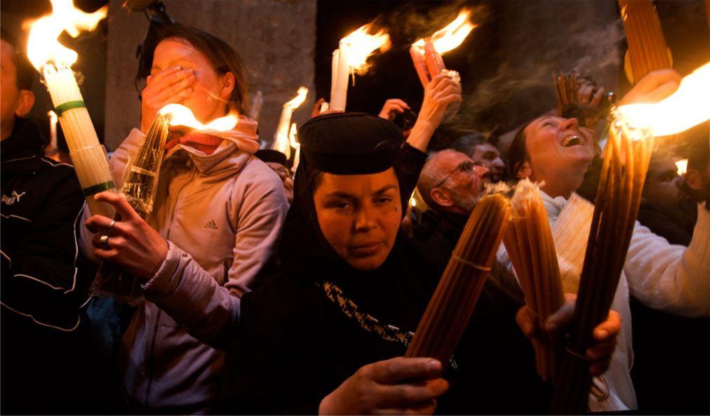 Схождение Благодатного Огня в Иерусалиме http://travelcalendar.ru/wp-content/uploads/2016/02/Shozhdenie-Blagodatnogo-Ognya-v-Ierusalime_glav5.jpg