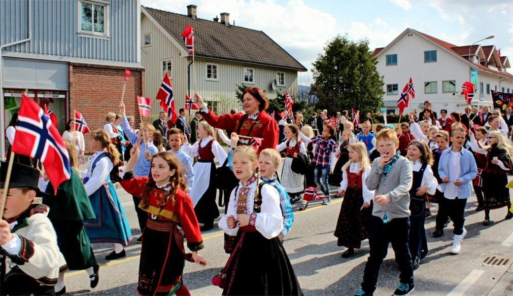 День Конституции в Осло http://travelcalendar.ru/wp-content/uploads/2016/03/Den-Konstitutsii-v-Oslo_glav1.jpg