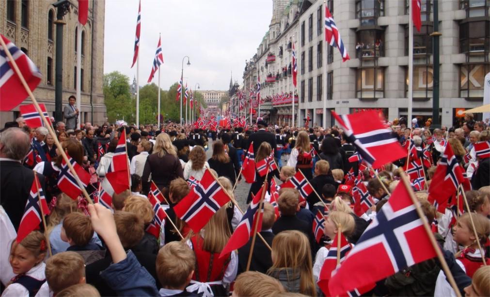 День Конституции в Осло http://travelcalendar.ru/wp-content/uploads/2016/03/Den-Konstitutsii-v-Oslo_glav3.jpg