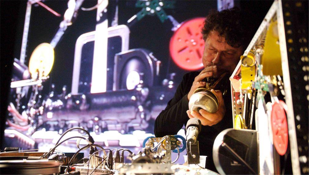 Фестиваль электронных искусств MUTEK в Монреале http://travelcalendar.ru/wp-content/uploads/2016/03/Festival-elektronnyh-iskusstv-MUTEK-v-Monreale_glav4.jpg