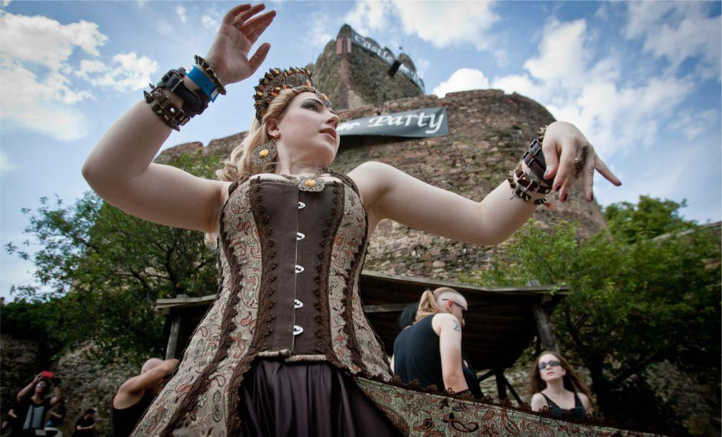 Фестиваль готического рока Castle Party в Болькуве http://travelcalendar.ru/wp-content/uploads/2016/03/Festival-goticheskogo-roka-Castle-Party-vo-Vrotslave_glav2.jpg