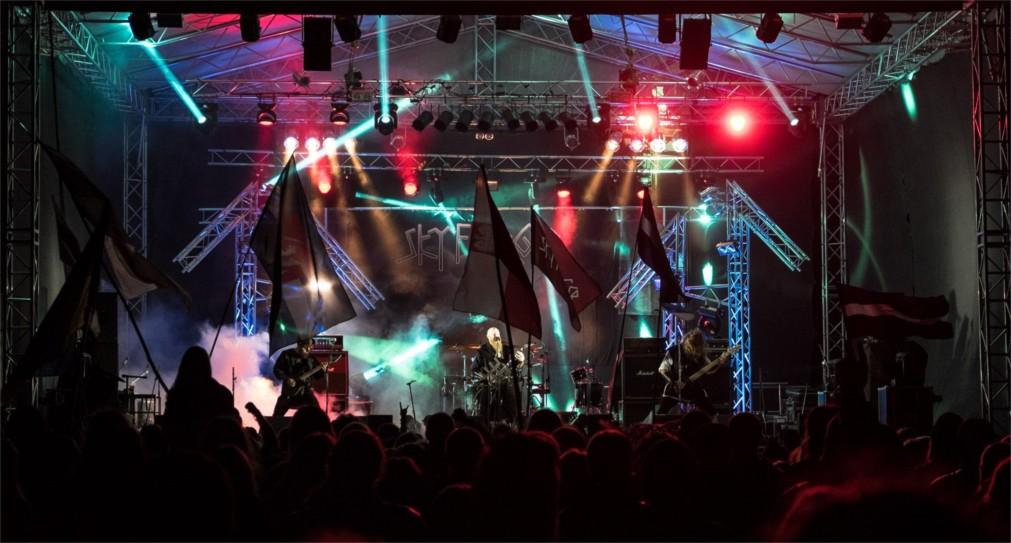 Фестиваль хэви-метал и фолк-музыки «Килким Жайбу» в Варняй http://travelcalendar.ru/wp-content/uploads/2016/03/Festival-hevi-metal-i-folk-muzyki-Kilkim-ZHajbu-v-Varnyaj_glav1.jpg
