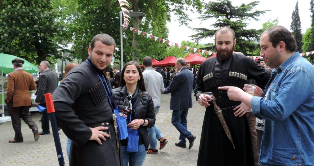 Фестиваль молодого вина в Тбилиси http://travelcalendar.ru/wp-content/uploads/2016/03/Festival-molodogo-vina-v-Tbilisi_glav3.jpg