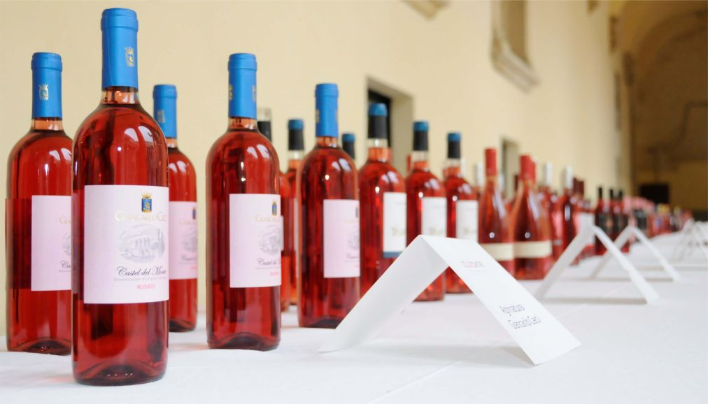 Фестиваль розовых и игристых вин «Розалия» в Будапеште http://travelcalendar.ru/wp-content/uploads/2016/03/Festival-rozovyh-i-igristyh-vin-Rozaliya-v-Budapeshte_glav1.jpg