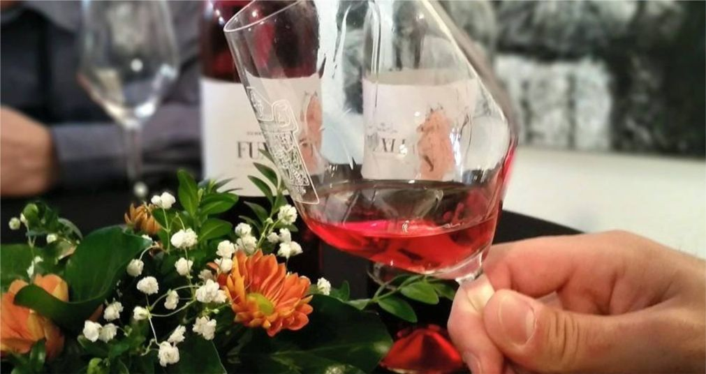 Фестиваль розовых и игристых вин «Розалия» в Будапеште http://travelcalendar.ru/wp-content/uploads/2016/03/Festival-rozovyh-i-igristyh-vin-Rozaliya-v-Budapeshte_glav2.jpg