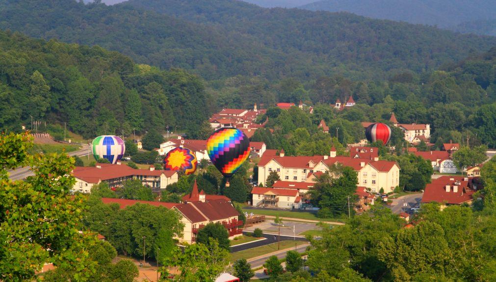 Гонки воздушных шаров «От Хелен до Атлантики» в Джорджии http://travelcalendar.ru/wp-content/uploads/2016/03/Gonki-vozdushnyh-sharov-Ot-Helen-do-Atlantiki-v-Dzhordzhii_glav4.jpg