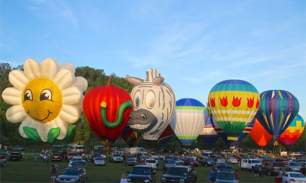 Гонки воздушных шаров «От Хелен до Атлантики» в Джорджии http://travelcalendar.ru/wp-content/uploads/2016/03/Gonki-vozdushnyh-sharov-Ot-Helen-do-Atlantiki-v-Dzhordzhii_glav5.jpg