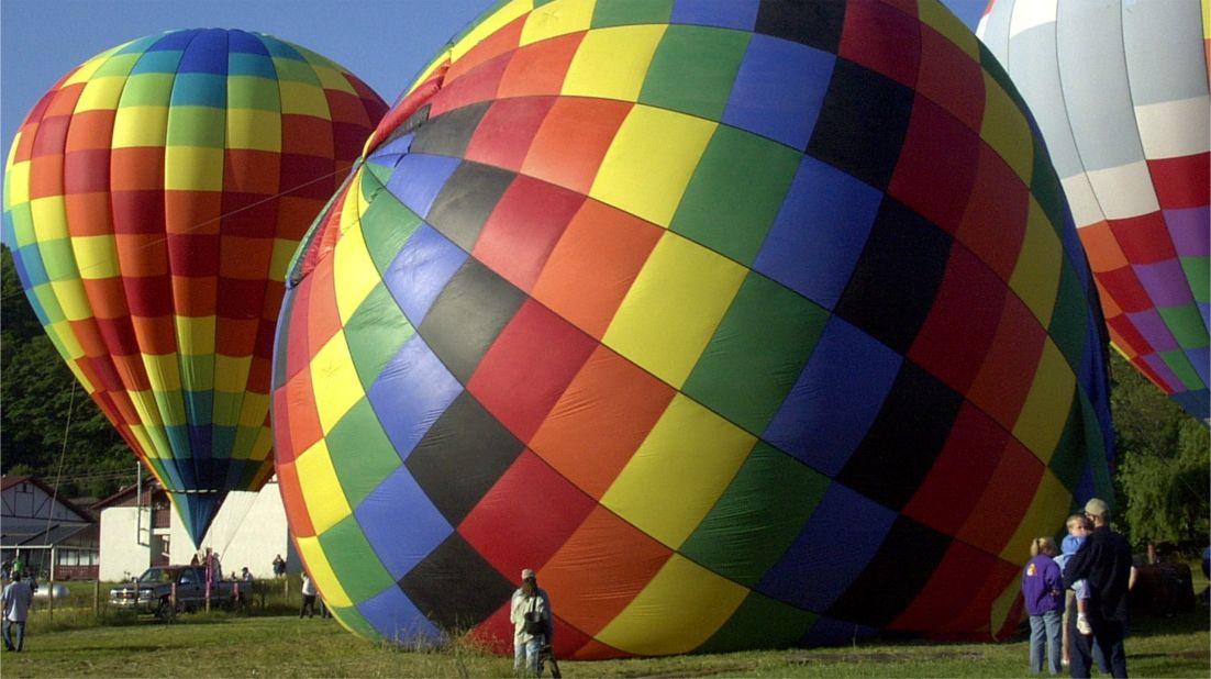 Гонки воздушных шаров «От Хелен до Атлантики» в Джорджии http://travelcalendar.ru/wp-content/uploads/2016/03/Gonki-vozdushnyh-sharov-Ot-Helen-do-Atlantiki-v-Dzhordzhii_glav6.jpg