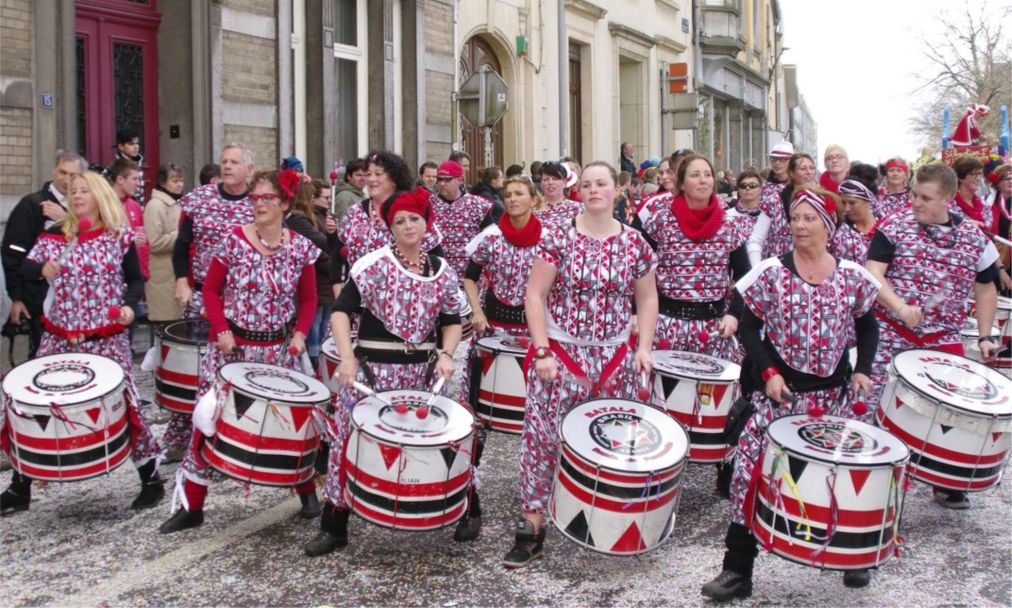 Карнавал «Кавалькада Дикирх» в Люксембурге http://travelcalendar.ru/wp-content/uploads/2016/03/Karnaval-Kavalkada-Dikirh-v-Lyuksemburge_glav2.jpg