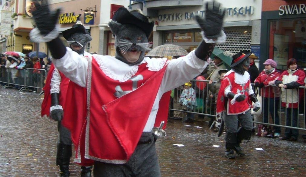 Карнавал «Кавалькада Дикирх» в Люксембурге http://travelcalendar.ru/wp-content/uploads/2016/03/Karnaval-Kavalkada-Dikirh-v-Lyuksemburge_glav4.jpg
