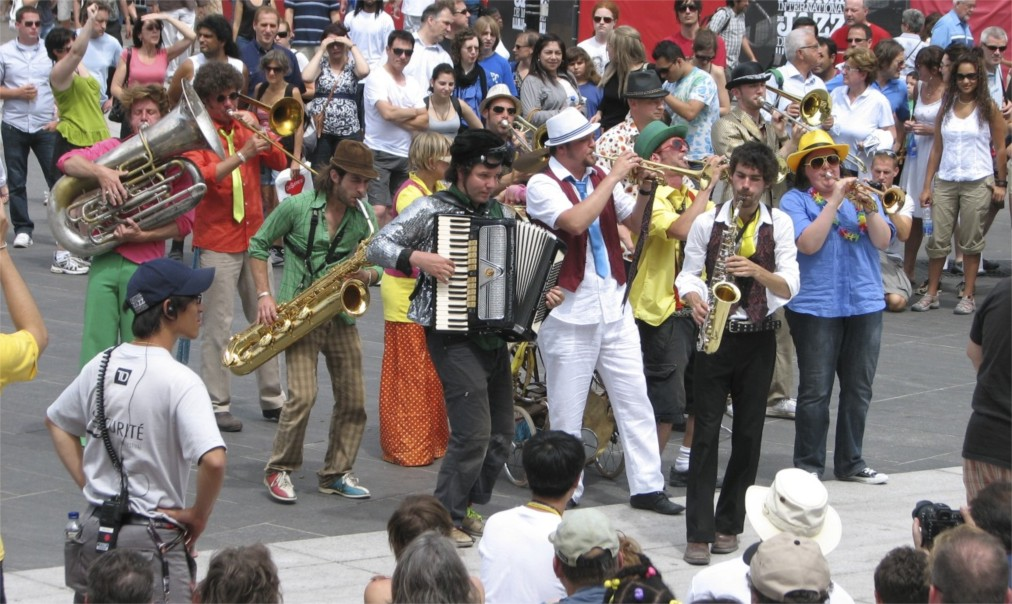 Международный джазовый фестиваль в Монреале http://travelcalendar.ru/wp-content/uploads/2016/03/Mezhdunarodnyj-dzhazovyj-festival-v-Monreale_glav6.jpg
