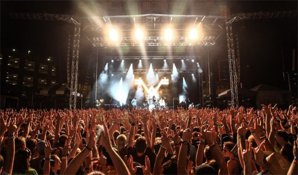 Музыкальный фестиваль «80/35» в Де-Мойне http://travelcalendar.ru/wp-content/uploads/2016/03/Muzykalnyj-festival-80-35-v-De-Mojne_glav2.jpg