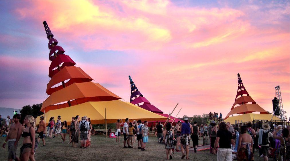 Музыкальный фестиваль «Молния в бутылке» в Калифорнии http://travelcalendar.ru/wp-content/uploads/2016/03/Muzykalnyj-festival-Molniya-v-butylke-v-Kalifornii_glav1.jpg