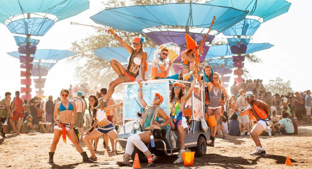 Музыкальный фестиваль «Молния в бутылке» в Калифорнии http://travelcalendar.ru/wp-content/uploads/2016/03/Muzykalnyj-festival-Molniya-v-butylke-v-Kalifornii_glav6.jpg