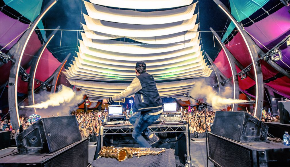 Музыкальный фестиваль «Молния в бутылке» в Калифорнии http://travelcalendar.ru/wp-content/uploads/2016/03/Muzykalnyj-festival-Molniya-v-butylke-v-Kalifornii_glav7.jpg