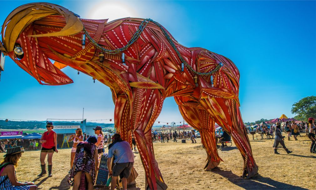 Музыкальный фестиваль «Молния в бутылке» в Калифорнии http://travelcalendar.ru/wp-content/uploads/2016/03/Muzykalnyj-festival-Molniya-v-butylke-v-Kalifornii_glav9.jpg
