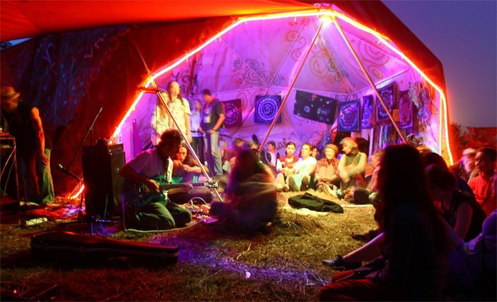 Музыкальный волонтёрский фестиваль «Быть Добру!» http://travelcalendar.ru/wp-content/uploads/2016/03/Muzykalnyj-volontyorskij-festival-Byt-Dobru-_glav3.jpg