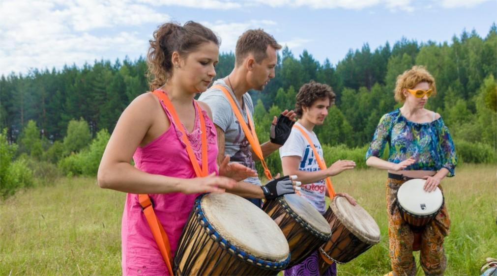 Музыкальный волонтёрский фестиваль «Быть Добру!» http://travelcalendar.ru/wp-content/uploads/2016/03/Muzykalnyj-volontyorskij-festival-Byt-Dobru-_glav4.jpg