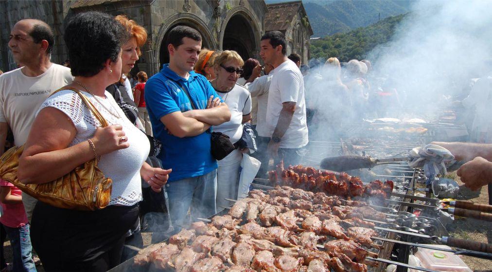 Праздник хороваца в Армении http://travelcalendar.ru/wp-content/uploads/2016/03/Prazdnik-horovatsa-v-Armenii_glav3.jpg