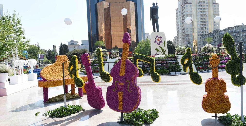 Праздник цветов в Баку http://travelcalendar.ru/wp-content/uploads/2016/03/Prazdnik-tsvetov-v-Baku_glav4.jpg
