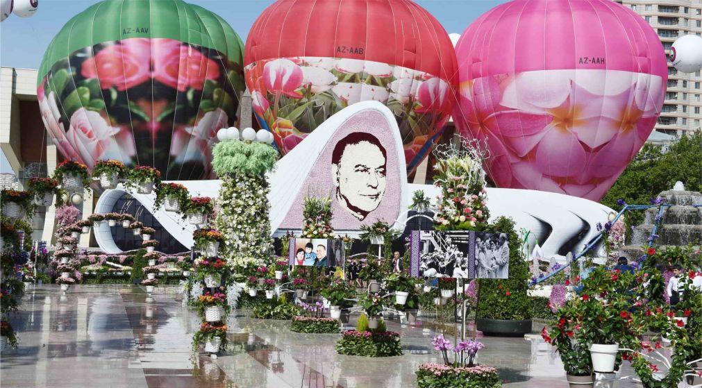 Праздник цветов в Баку http://travelcalendar.ru/wp-content/uploads/2016/03/Prazdnik-tsvetov-v-Baku_glav5.jpg