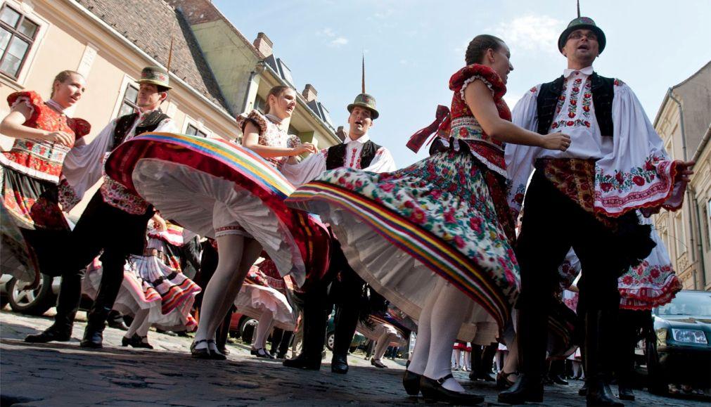 Весенний фестиваль в Будапеште http://travelcalendar.ru/wp-content/uploads/2016/03/Vesennij-festival-v-Budapeshte_glav2.jpg