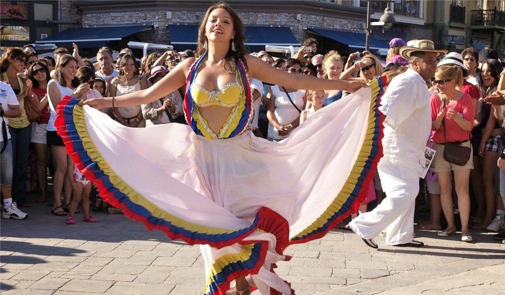Танцевальный фестиваль «Сальса на Сент-Клер» в Торонто http://travelcalendar.ru/wp-content/uploads/2016/04/Festival-Salsa-na-Sent-Kler-v-Toronto_glav2.jpg