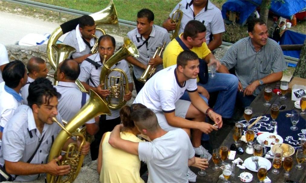 Фестиваль духовых оркестров в Гуче http://travelcalendar.ru/wp-content/uploads/2016/04/Festival-duhovyh-orkestrov-v-Guche_glav6.jpg