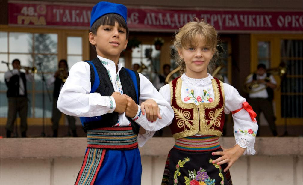 Фестиваль духовых оркестров в Гуче http://travelcalendar.ru/wp-content/uploads/2016/04/Festival-duhovyh-orkestrov-v-Guche_glav9.jpg