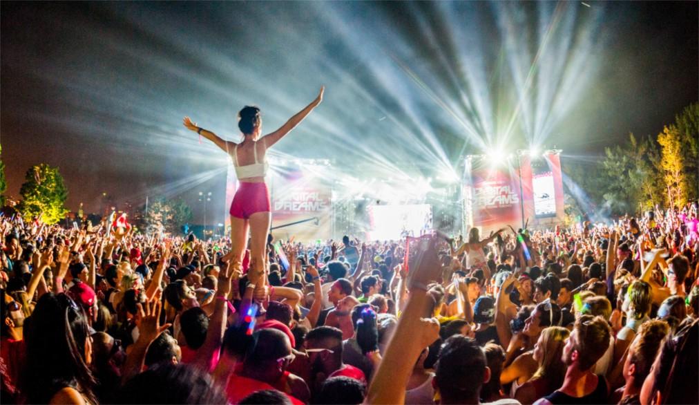 Фестиваль электронной музыки Digital Dreams в Торонто http://travelcalendar.ru/wp-content/uploads/2016/04/Festival-elektronnoj-muzyki-Digital-Dreams-v-Toronto_glav1.jpg