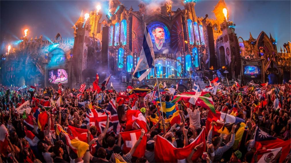 Фестиваль электронной музыки Tomorrowland в Буме http://travelcalendar.ru/wp-content/uploads/2016/04/Festival-elektronnoj-muzyki-Tomorrowland-v-Bume_glav1.jpg