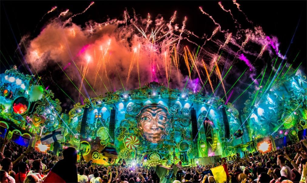 Фестиваль электронной музыки Tomorrowland в Буме http://travelcalendar.ru/wp-content/uploads/2016/04/Festival-elektronnoj-muzyki-Tomorrowland-v-Bume_glav5.jpg
