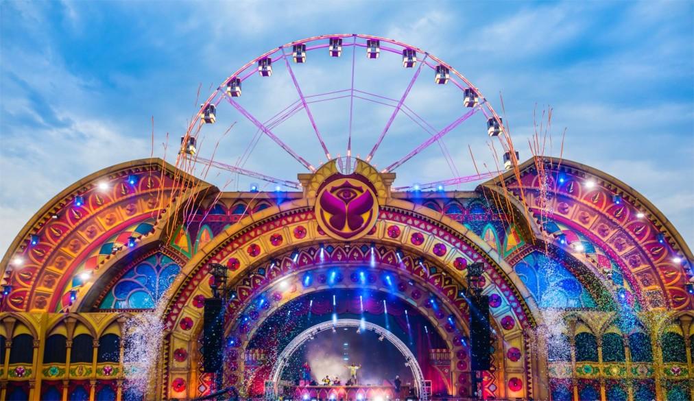 Фестиваль электронной музыки Tomorrowland в Буме http://travelcalendar.ru/wp-content/uploads/2016/04/Festival-elektronnoj-muzyki-Tomorrowland-v-Bume_glav7.jpg