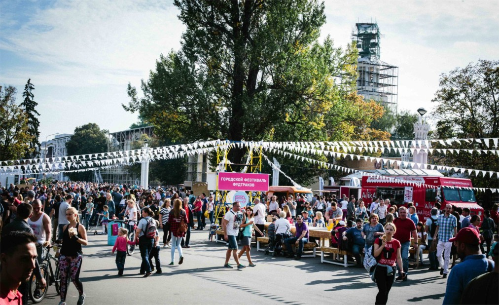 Фестиваль фудтраков в Москве http://travelcalendar.ru/wp-content/uploads/2016/04/Festival-fudtrakov-v-Moskve_glav1.jpg