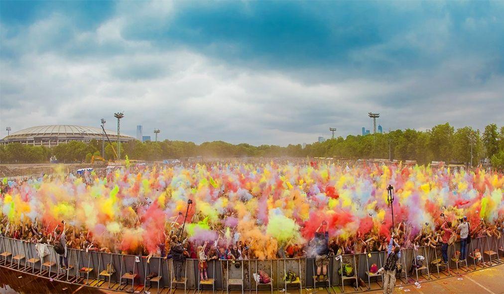 Фестиваль красок «Ирис» в Москве http://travelcalendar.ru/wp-content/uploads/2016/04/Festival-krasok-Holi-v-Moskve_glav10.jpg