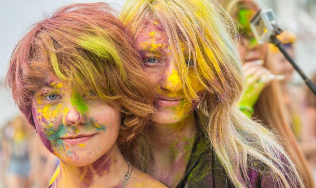 Фестиваль красок «Ирис» в Москве http://travelcalendar.ru/wp-content/uploads/2016/04/Festival-krasok-Holi-v-Moskve_glav6.jpg