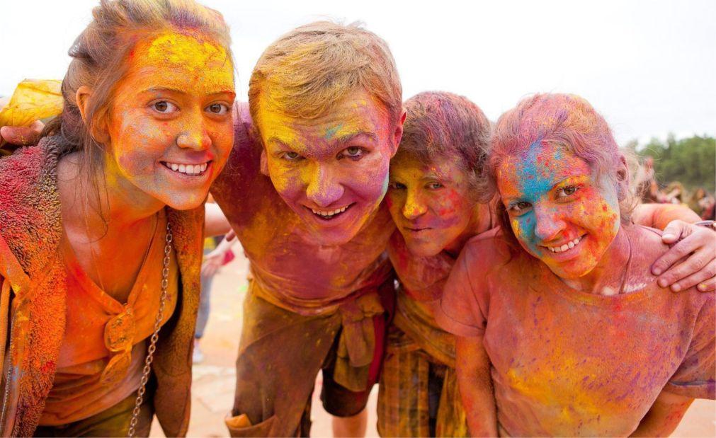 Фестиваль красок «Ирис» в Москве http://travelcalendar.ru/wp-content/uploads/2016/04/Festival-krasok-Holi-v-Moskve_glav8.jpg