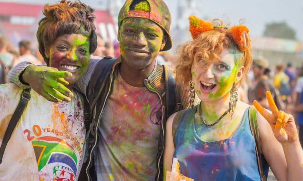 Фестиваль красок «Ирис» в Москве http://travelcalendar.ru/wp-content/uploads/2016/04/Festival-krasok-Holi-v-Moskve_glav9.jpg