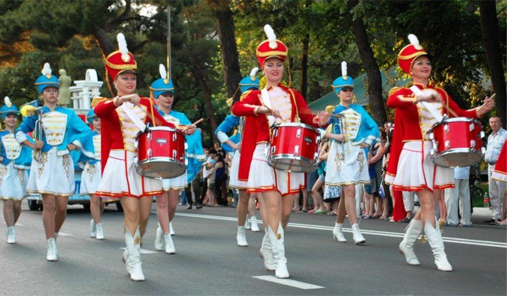 Карнавал в Геленджике http://travelcalendar.ru/wp-content/uploads/2016/04/Karnaval-v-Gelendzhike_glav1.jpg