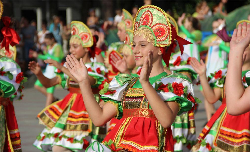 Карнавал в Геленджике http://travelcalendar.ru/wp-content/uploads/2016/04/Karnaval-v-Gelendzhike_glav7.jpg