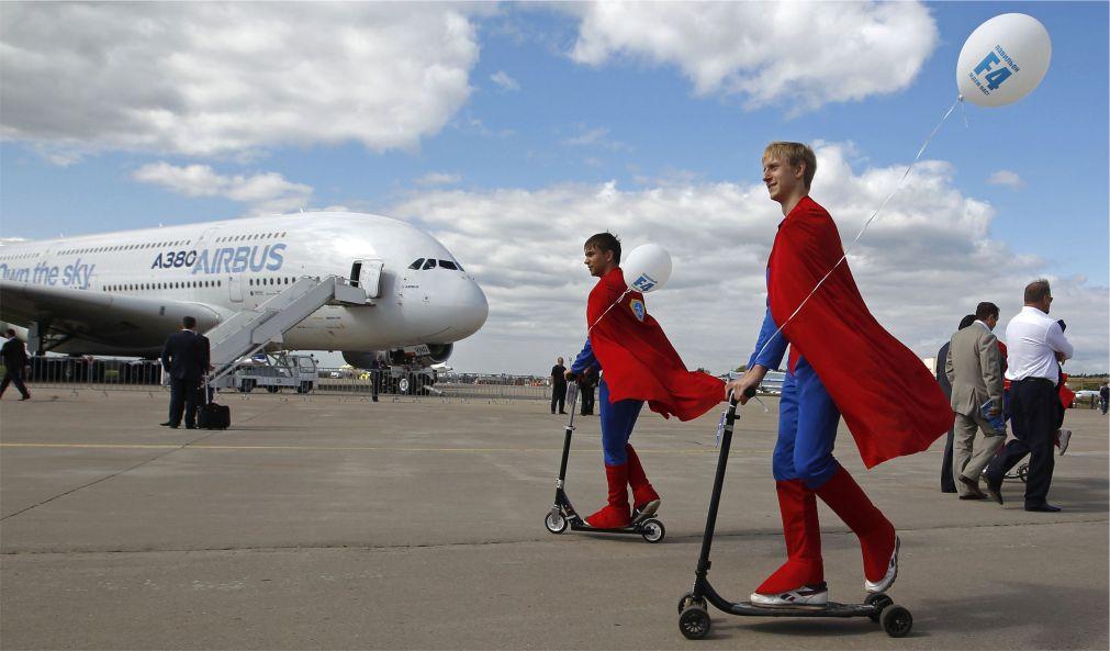 Международный авиационно-космический салон «МАКС» в Жуковском http://travelcalendar.ru/wp-content/uploads/2016/04/Mezhdunarodnyj-aviatsionno-kosmicheskij-salon-MAKS-v-ZHukovskom_glav4.jpg