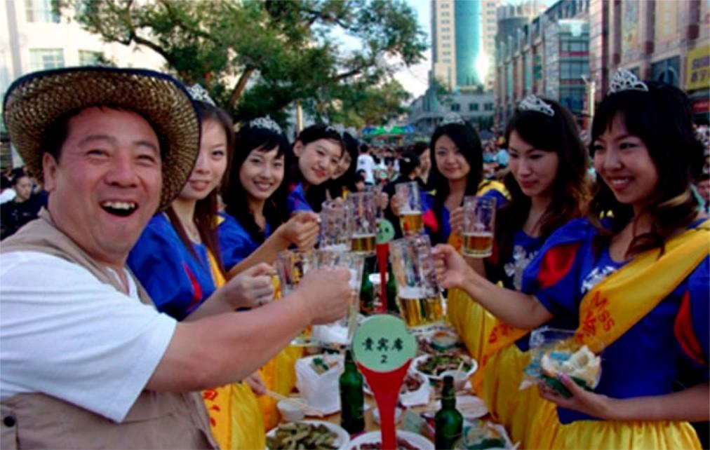 Международный фестиваль пива в Циндао http://travelcalendar.ru/wp-content/uploads/2016/04/Mezhdunarodnyj-festival-piva-v-TSindao_glav4.jpg