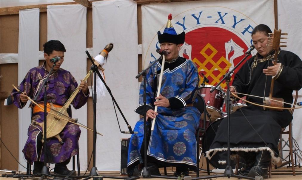 Международный фестиваль живой музыки и веры «Устуу-Хурээ» в Чадане http://travelcalendar.ru/wp-content/uploads/2016/04/Mezhdunarodnyj-festival-zhivoj-muzyki-i-very-Ustuu-Huree-v-CHadane_glav6.jpg