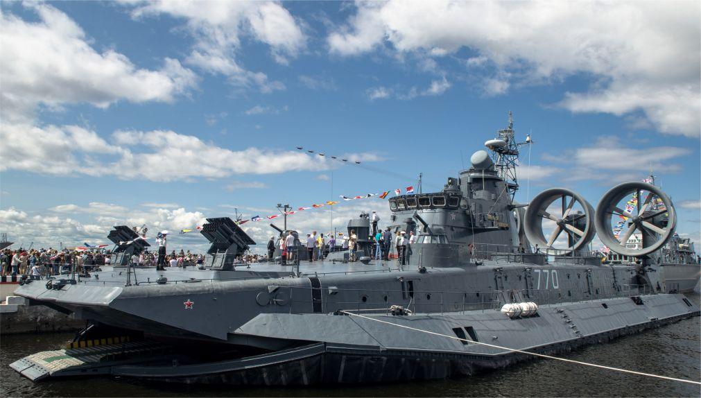 Международный военно-морской салон в Санкт-Петербурге http://travelcalendar.ru/wp-content/uploads/2016/04/Mezhdunarodnyj-voenno-morskoj-salon-v-Sankt-Peterburge_glav5.jpg