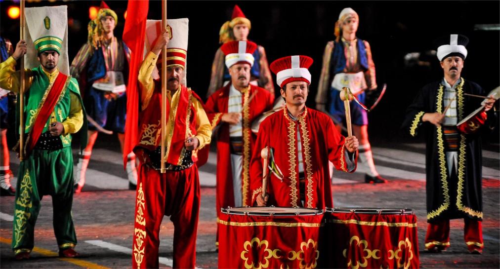 Международный военно-музыкальный фестиваль «Спасская башня» в Москве http://travelcalendar.ru/wp-content/uploads/2016/04/Mezhdunarodnyj-voenno-muzykalnyj-festival-Spasskaya-bashnya-v-Moskve_gla5.jpg