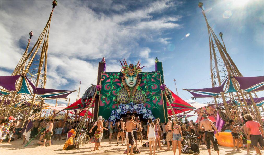 Фестиваль электронной музыки «Boom» в Иданья-а-Велья http://travelcalendar.ru/wp-content/uploads/2016/05/Festival-elektronnoj-muzyki-Boom-v-Idanya-a-Velya_glav2.jpg