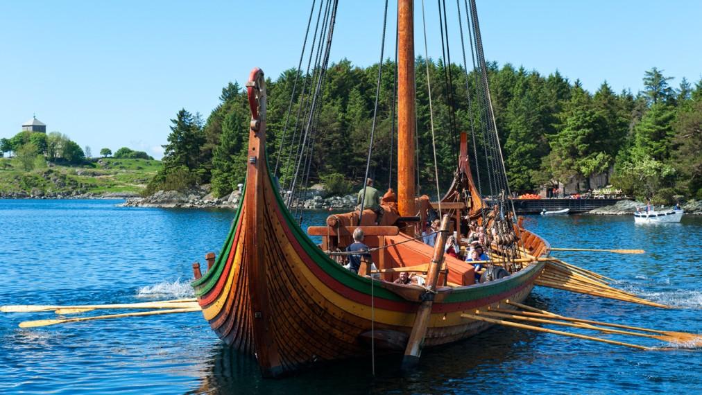 Фестиваль викингов в Авальдснесе http://travelcalendar.ru/wp-content/uploads/2016/05/Festival-vikingov-v-Karmyoj_glav1.jpg